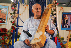 Sri Chinmoy, featured in the Slate article